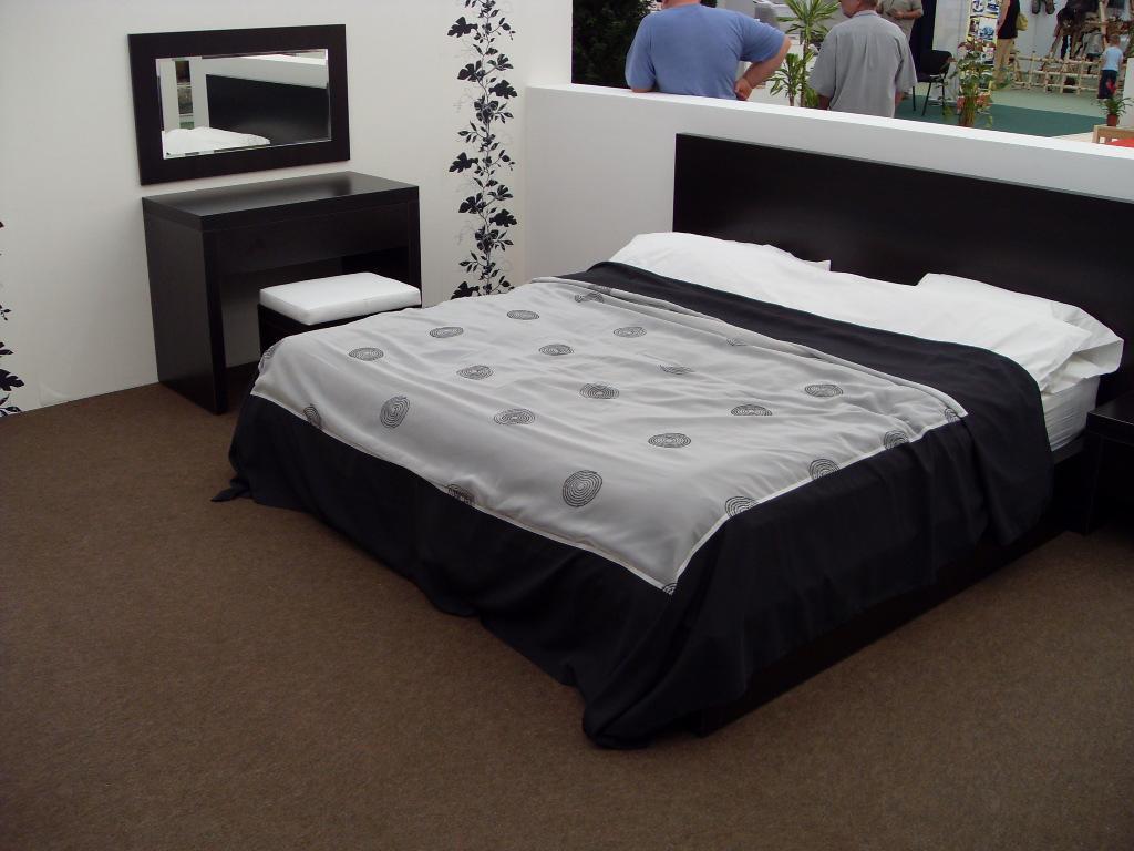 Arredamento camera da letto design 100 0 500 0 pezzi for Arredamento camera da letto economica